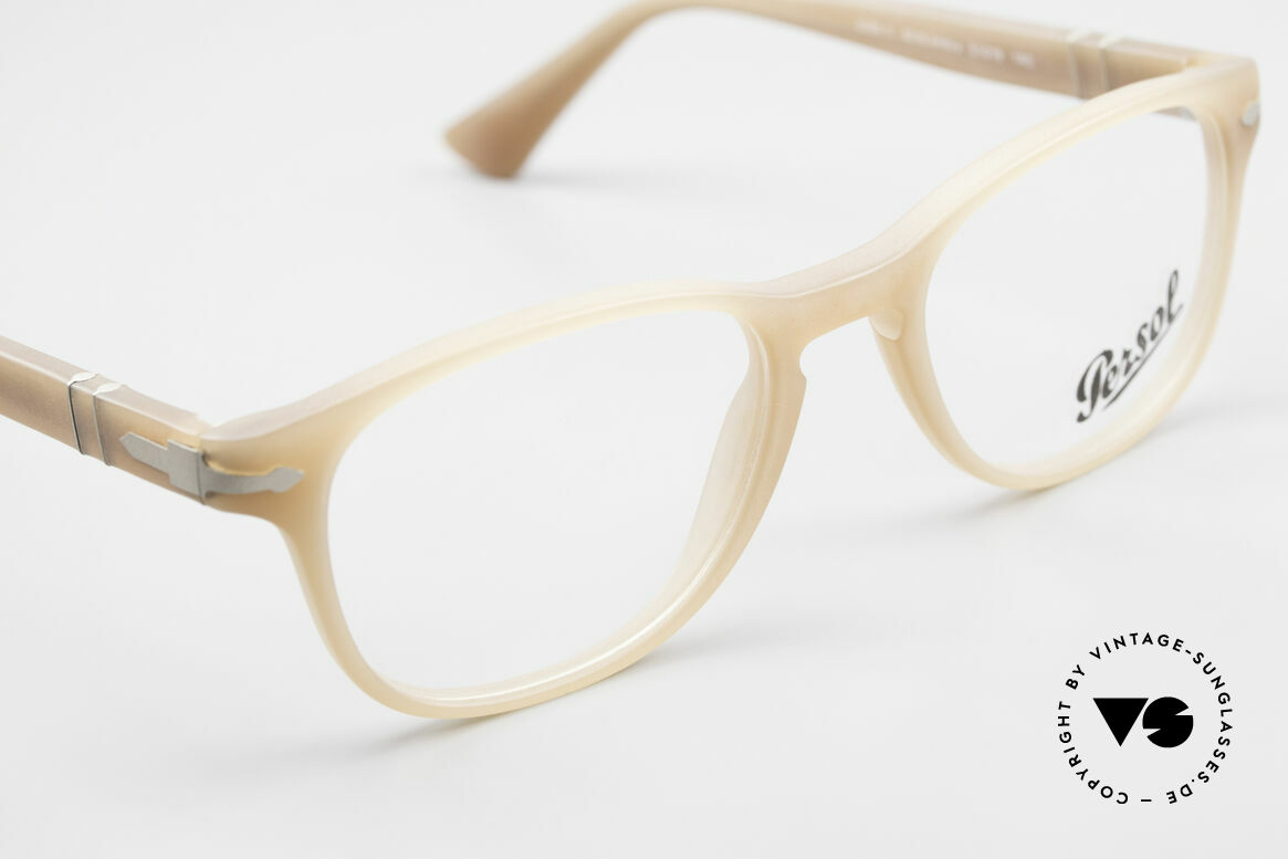 Persol 3085 Ladies Glasses Classic Ambra, demo lenses should be replaced with prescriptions, Made for Women