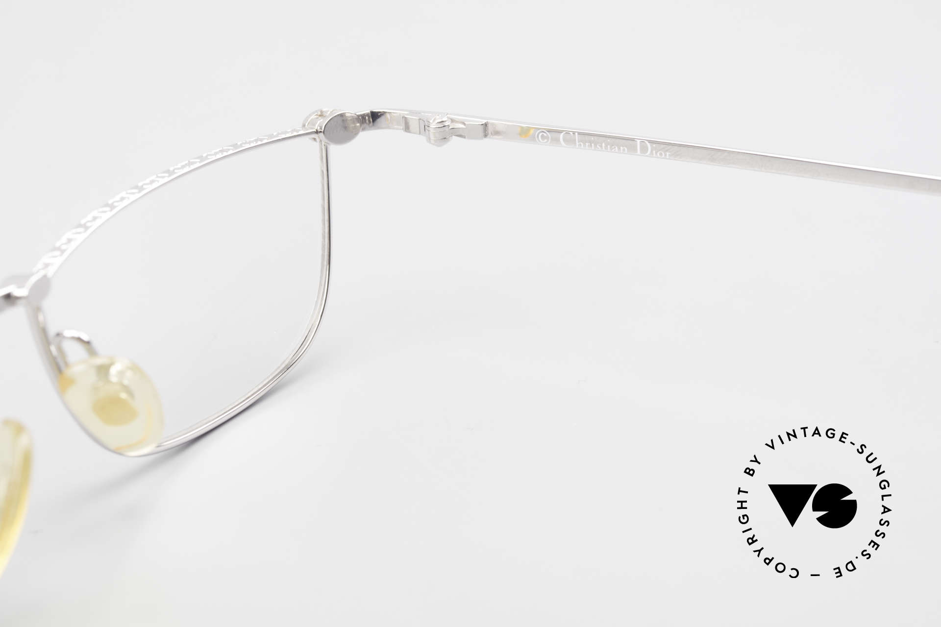 Christian Dior 2943 Designer Reading Glasses 90's, the DEMO lenses can be replaced with optical lenses, Made for Men and Women